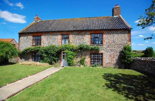 Snaptrip - Last minute cottages - Attractive Binham Rental S11983 - External