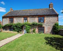 Snaptrip - Last minute cottages - Attractive Binham Rental S11983 - External
