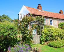 Snaptrip - Last minute cottages - Delightful Stiffkey Rental S11990 - Exterior View