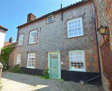 Snaptrip - Last minute cottages - Attractive Blakeney Rental S12006 - Exterior