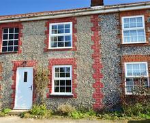 Snaptrip - Last minute cottages - Quaint Bacton Rental S12016 - Exterior