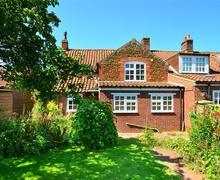 Snaptrip - Last minute cottages - Exquisite Dersingham Rental S12042 - Exterior - View 1