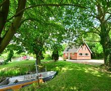 Snaptrip - Last minute cottages - Luxury Rockland St Mary Rental S12049 - Exterior