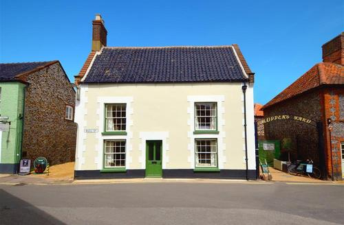 Snaptrip - Last minute cottages - Stunning Holt Rental S12050 - Exterior