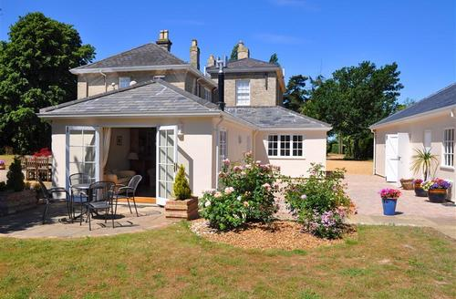 Snaptrip - Last minute cottages - Excellent Long Stratton Rental S12053 - Rear View