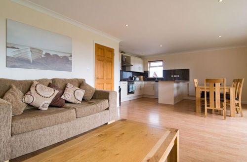 Snaptrip - Last minute cottages - Superb Saint Columb Rental S1053 - Stylish open plan kitchen/dining area