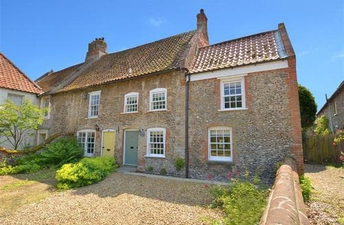 Snaptrip - Last minute cottages - Quaint Stiffkey Rental S12076 - Exterior View 1