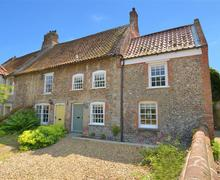 Snaptrip - Last minute cottages - Quaint Stiffkey Rental S12076 - Exterior View 1