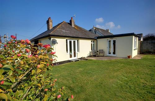 Snaptrip - Last minute cottages - Exquisite Westward Ho! Rental S12119 - External - View 1