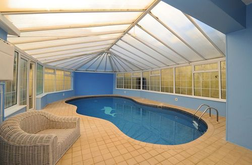Snaptrip - Last minute cottages - Lovely Barnstaple Manor S1061 - Swimming pool