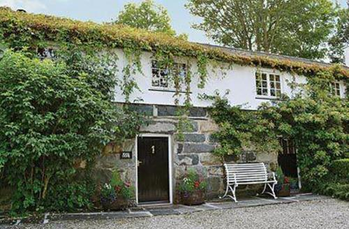 Snaptrip - Last minute cottages - Quaint Dolbenmaen Cottage S22238 -