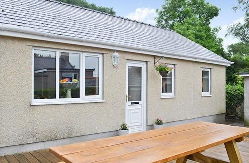 Snaptrip - Last minute cottages - Attractive Caernarfon Cottage S60210 -