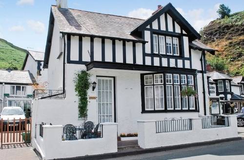 Snaptrip - Last minute cottages - Inviting Conwy Cottage S22441 -