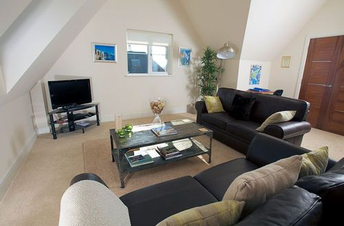 Snaptrip - Last minute cottages - Attractive Portland View S1067 - Living area