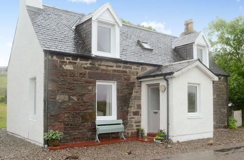 Snaptrip - Last minute cottages - Quaint Strathcarron Cottage S60905 -