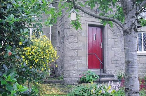 Snaptrip - Last minute cottages - Lovely Helensburgh Cottage S27077 -