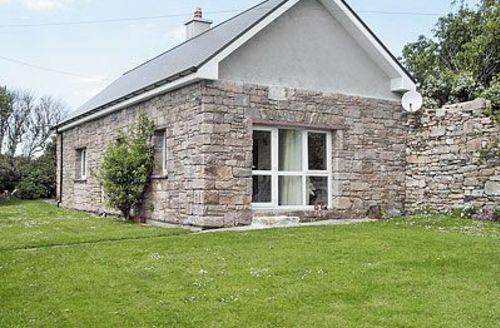 Snaptrip - Last minute cottages - Quaint Cleggan Cottage S23952 -