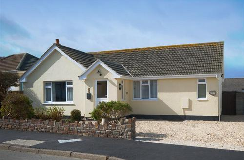 Snaptrip - Last minute cottages - Captivating Croyde Rental S12311 - External - View 1
