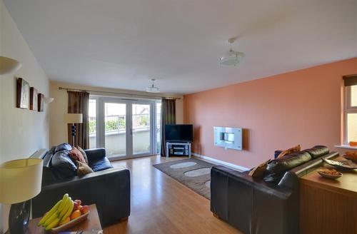 Snaptrip - Last minute cottages - Quaint Mortehoe Rental S12315 - Sitting Room - View 1