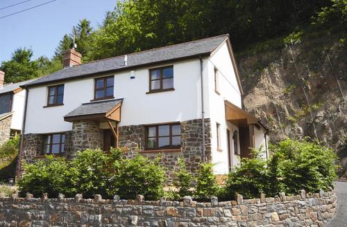 Snaptrip - Last minute cottages - Stunning Bideford Rental S12345 - External - View 1