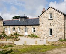 Snaptrip - Last minute cottages - Delightful Hayle Barn S2039 -