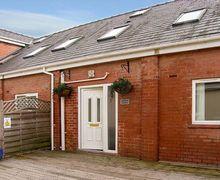 Snaptrip - Last minute cottages - Lovely Ellesmere Port Cottage S4995 -
