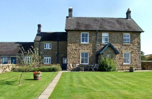Snaptrip - Last minute cottages - Attractive Belper Farmhouse S3624 -