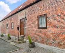 Snaptrip - Holiday cottages - Attractive Middlesbrough Cottage S3815 -