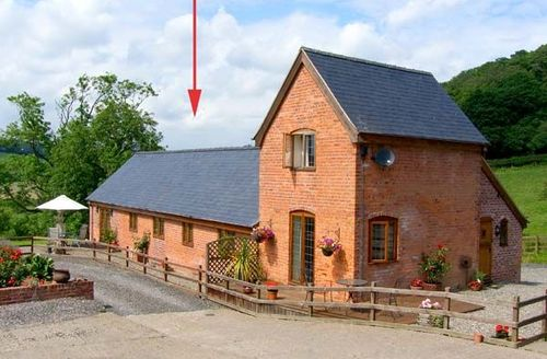 Snaptrip - Last minute cottages - Captivating Newtown Barn S5760 -