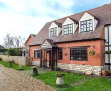 Snaptrip - Last minute cottages - Wonderful Evesham Cottage S2657 -