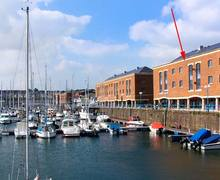 Snaptrip - Last minute cottages - Wonderful Milford Haven Apartment S12499 -