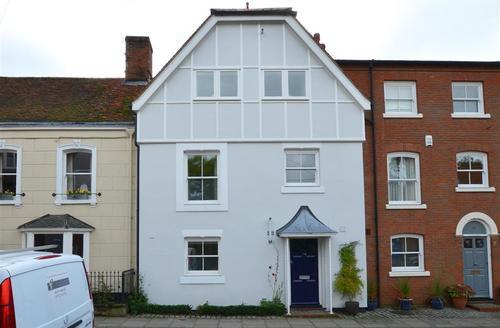 Snaptrip - Last minute cottages - Captivating Woodbridge Rental S12506 - Exterior - View 1