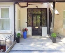 Snaptrip - Last minute cottages - Stunning Great Malvern Apartment S12531 -