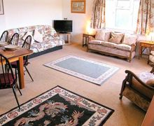 Snaptrip - Last minute cottages - Captivating Axminster Rental S2909 -