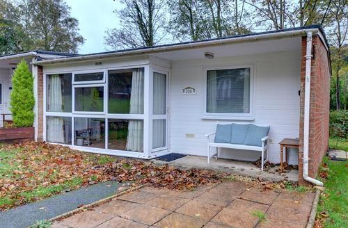 Snaptrip - Last minute cottages - Captivating Caernarfon Rental S12583 - WAG552 - Exterior - View 1