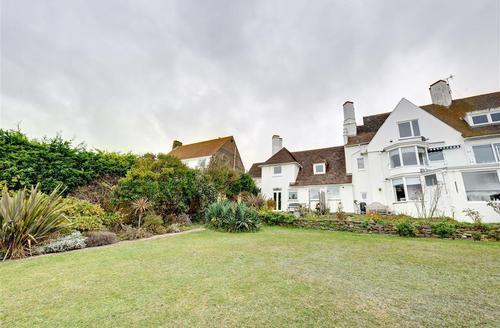 Snaptrip - Last minute cottages - Adorable Roedean, Brighton Rental S12637 - Garden - View 1