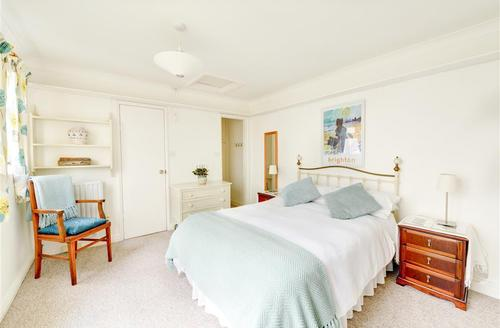 Snaptrip - Last minute cottages - Lovely Brighton Rental S12659 - Double Bedroom