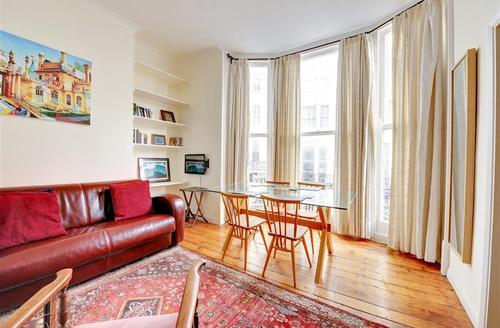 Snaptrip - Last minute cottages - Stunning Brighton Rental S12668 - Living Room