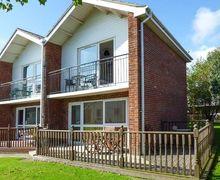 Snaptrip - Last minute cottages - Wonderful Corton Cottage S9613 -