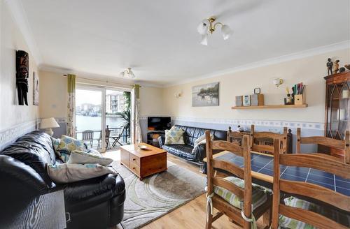Snaptrip - Last minute cottages - Splendid Brighton Marina Village Rental S12681 - Living Room
