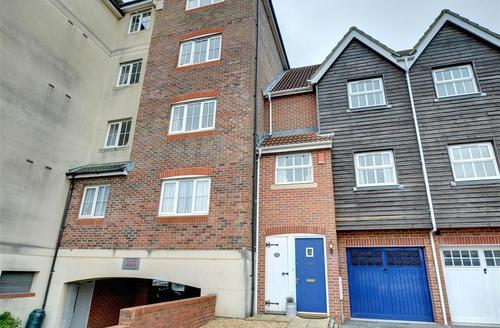 Snaptrip - Last minute cottages - Quaint Eastbourne Rental S12694 - DSC_0079And10more