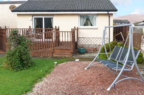 Snaptrip - Last minute cottages - Lovely Lochyside Cottage S12699 -