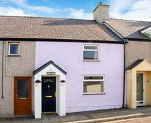 Snaptrip - Last minute cottages - Cosy Cemaes Bay Cottage S12738 -