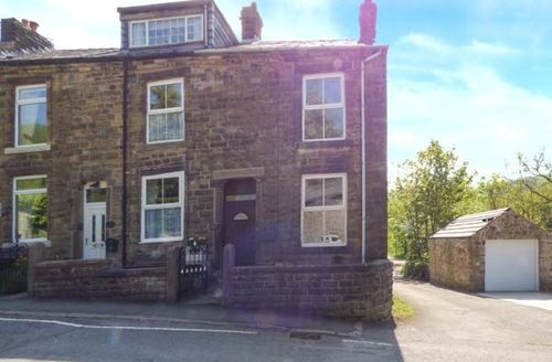 Snaptrip - Last minute cottages - Attractive Buxworth Cottage S27117 -