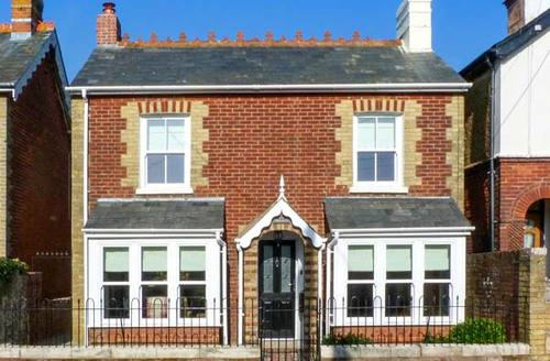 Snaptrip - Last minute cottages - Superb Yarmouth Cottage S12794 -
