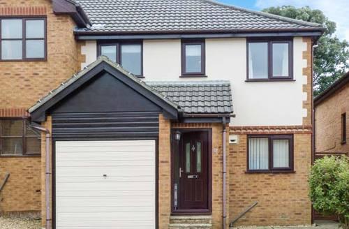 Snaptrip - Last minute cottages - Luxury Sandown  S12817 -
