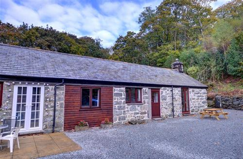 Snaptrip - Last minute cottages - Tasteful Llanbedr Rental S12851 - WAH676 - Exterior - View 1