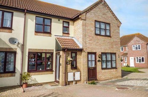 Snaptrip - Last minute cottages - Splendid Lowestoft Cottage S49775 -