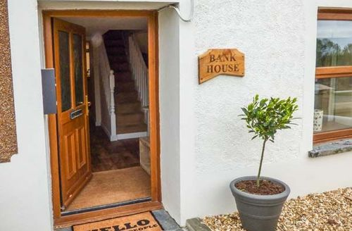 Snaptrip - Last minute cottages - Superb Capel Iwan Cottage S50534 -