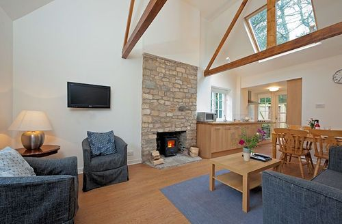 Snaptrip - Last minute cottages - Tasteful Freshwater Cottage S1141 - Living area